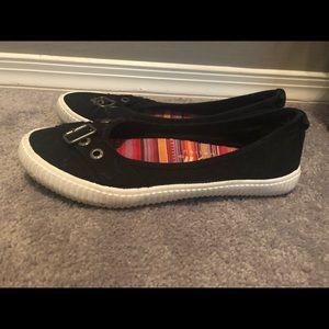 Black flat sneakers